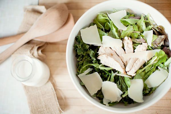 Lighter Chicken Caesar Salad w/ Grilled Croutons & Greek Yogurt Dressing via @DietsInReview