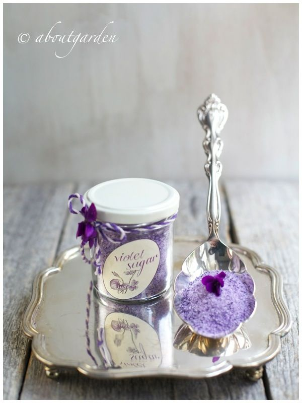DIY Violet Sugar {Simonetta Chiarugi recipe - translation button on the right} & FREE printable - A lovely and elegant present, from your garden to your friend :)