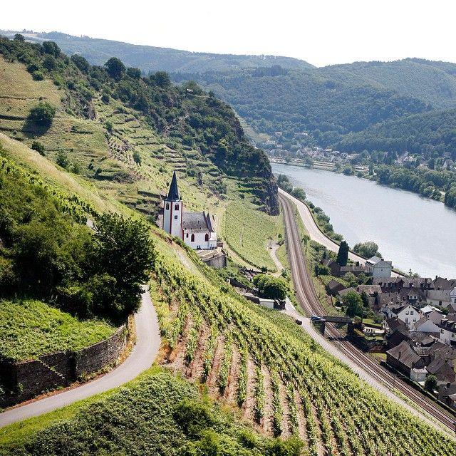 """""""Europas mest underskattade semesterland av oss svenskar? Tyskland bjuder på många vackra upplevelser, som vandring mellan vingårdar i Moseldalen.…"""""""