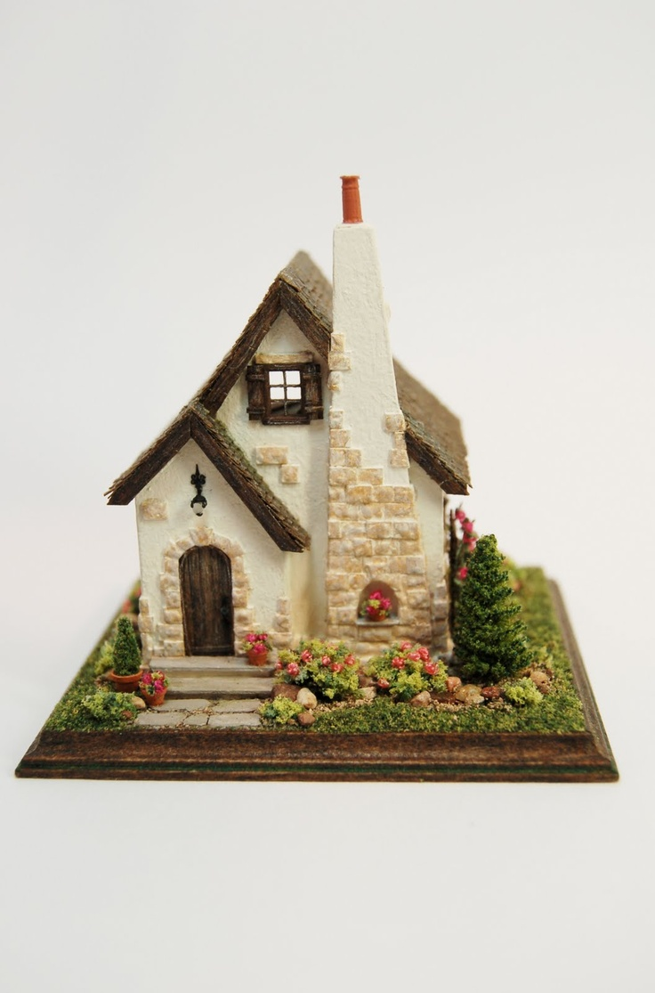 miniature cottage--so sweet!