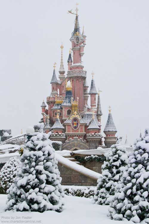 nowy Disneyland in Paris, France Can't wait to take the family here