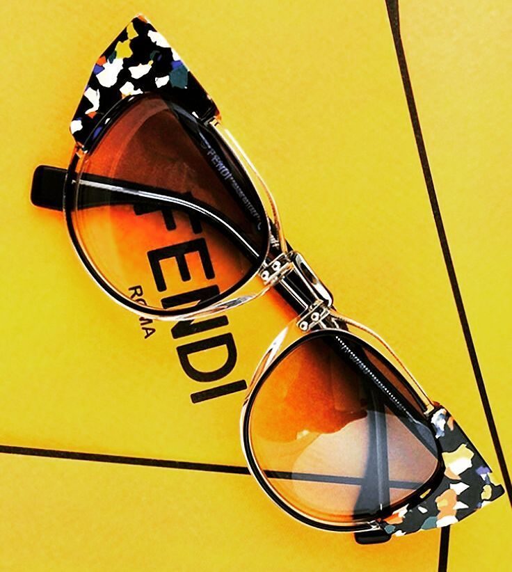 Te seguimos presentando modelos de la colección de #gafasdesol de #FENDI. Todavía no tienes las tuyas?  #sunoptica #gafas #sunglasses #gafasdesol #occhiali #sunnies #gafas #shades #style #fashion #gafasdesol #occhiali #sunglasses #moda #tendencias #fashion #elegancia #ideaspararegalar #musthave #oculosdesol #gafasmolonas #optica #eyewear #eyes #accesories #fendi #fendieyewear