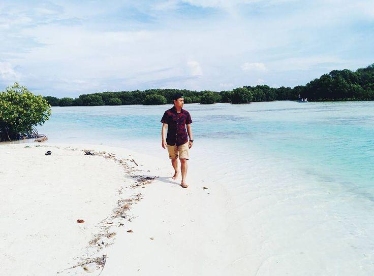 lokasi : Virgin Beach   taken by #jakartaphotographer: @yudaprasetya_   Tag temen/pasangan/keluarga kamu yang juga #pengenkepulauseribu   #awesomeplaceinseribuisland #awesomeplaceinindonesia #pengentraveling #pengentravelingpulauseribu #indonesiaphotographers