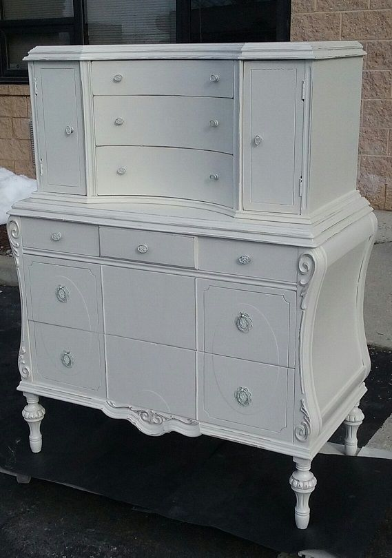 vintage custom painted shabby chic dresser chest of drawers bedroom furniture #shabbychic #paintedfurniture #vintagefurniture #vintage #distressed #bedroom #shabbychicdressersvintage