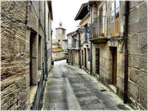 Una ruta para hacer en coche por pueblos medievales de Galicia, es por ejemplo, una buena idea para una escapada de fin de semana. En particular, nos basamos en esta selección de 7 pueblos gallegos congelados en el tiempo(en el link pueden ver una selección de imágenes de cada pueblo) para diagramar esta ruta que …
