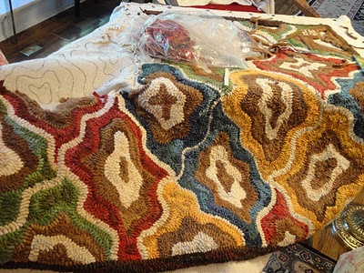 rug idea... color possiblilities are endless #rug hooking