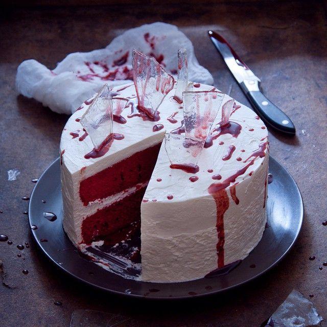 """Раньше никогда не отмечали этот праздник, но в этот раз в @chefs_battle было задание приготовить что-нибудь на тему """"Хеллоуина"""" и мне пришлось поломать голову. Этот торт…"""
