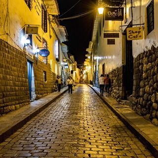 Algo muy especial tienen estas calles en Cuzco #cuzco #perú #instaperú #travel #viaje #strett #Incas #landscape #paisajes #estilodevida #lifestyle #like #relax #southamerica #sudamerica #photo #photography #foto #fotografia #followme