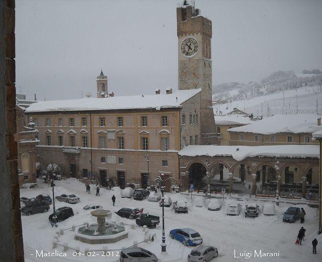 matelica piazza neve 4- 2- 2012