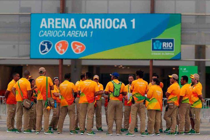 Sem comida e tendo que fazer hora extra: voluntários abandonam a Rio 2016
