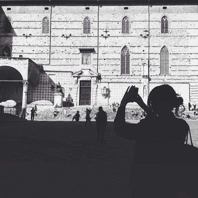 #chifotografachi le belle ombre in piazza IV novembre #Perugia2019 foto di @alessandrabacci