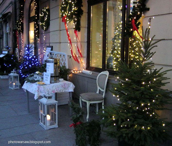 Nowy Świat Street in Warsaw at Christmas. From photowarsaw.blogspot.com