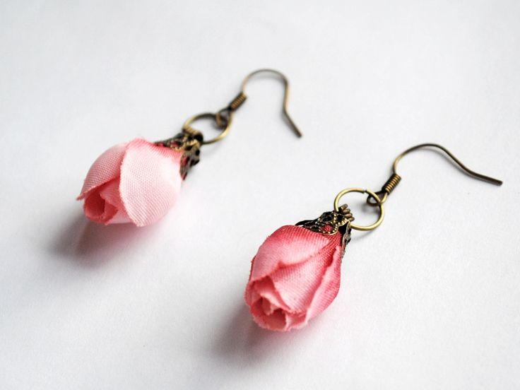 Cercei Tiny roses (15 LEI la BohemianSin.breslo.ro)