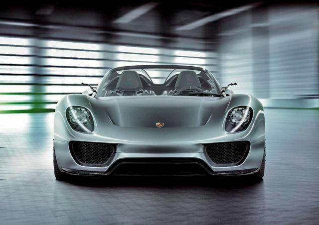 ポルシェ 918 スパイダー    918台の限定生産されているハイブリッドスポーツカー「ポルシェ 918 スパイダー」。価格は約6500万円($845,000)。