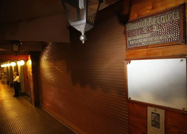 En el corazón de Recoleta, al lado de La Biela, supo integrar una línea emblemática de restaurantes y bares Mariano Wüllich PARA LA NACION Se fue como pensábamos que se iba a ir: sola, cansada, tri…