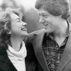 Apparently Hillary, age 27 at the time, made the first move and struck up a conversation with Bill, then aged 29. - See more at: http://www.groomstand.com/blogs/grooms-playbook/11262309-wedding-stories-behind-the-whitehouse