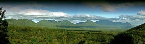 Parque Nacional Los Volcanes [Izalco, Cerro Verde y Santa Ana] se encuentra en la Sierra Apaneca Ilamatepec [fotografia panoramica] - Este paisaje se aprecia desde Ruta de las Flores, El Salvador | suchitoto.tours@gmail.com
