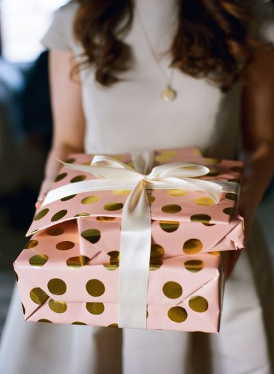Gold and pink wrapping paper: http://www.stylemepretty.com/living/2015/03/30/a-golden-3rd-birthday/ | Photography: Liz Banfield - http://lizbanfield.com/