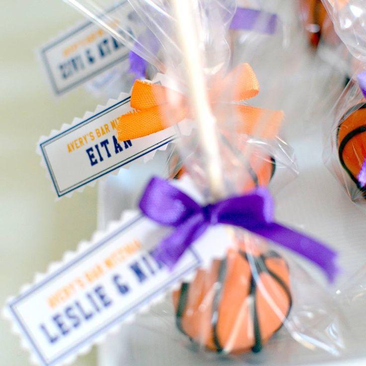 Basketball cake pops. #barmitzvah #basketball #basketballfan #dairyfree  #cakepops #chocolatecake #wilton @haikforbakers @magic_colours_inside #klaptish #gargeran