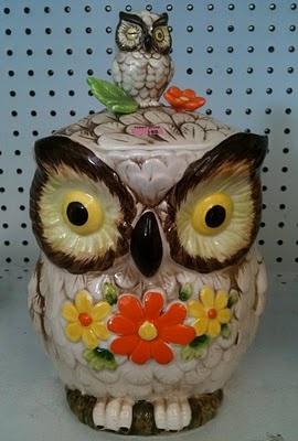 An owl cookie jar