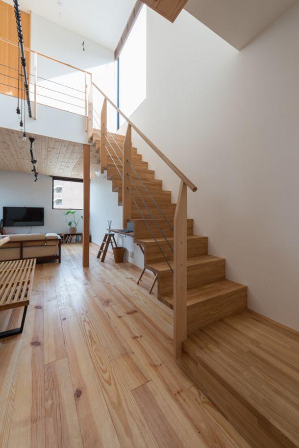 こういう階段手すりもアリ。古材・木材を使用した木に包まれる家・間取り(愛知県清須市)   注文住宅なら建築設計事務所 フリーダムアーキテクツデザイン