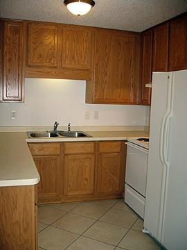 727 Apartments - kitchen example