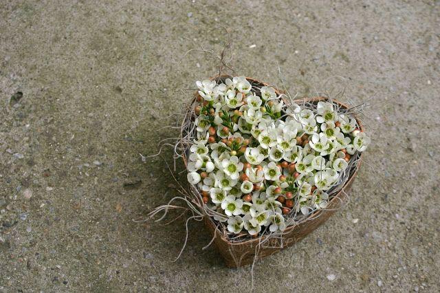 Flowers of Soul: Aranjament floral sub formă de inimă