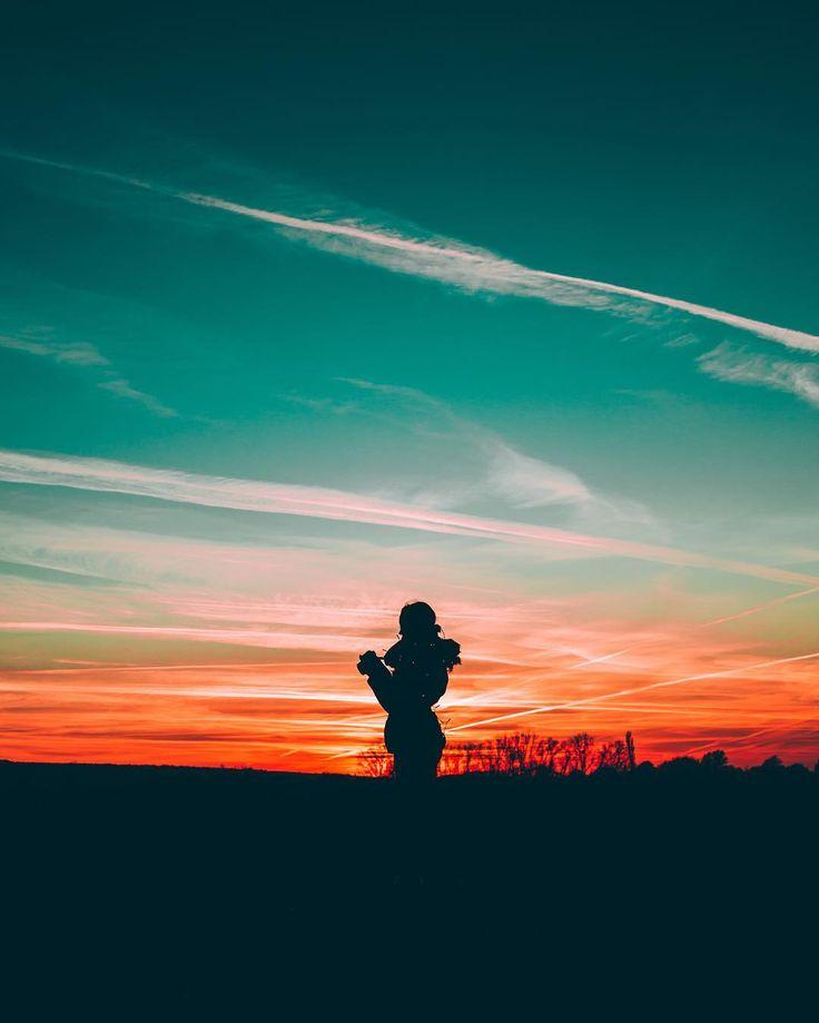 @wzzly Instagram #sunrise #sunset #colors #orange #blue #silouette #dark #sky #nature