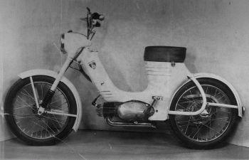 Prototyp Jawa 50typ 359Pionýr spomocnými šlapadly