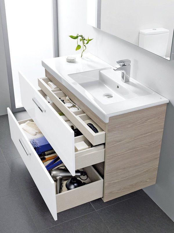 Cremas, cepillos, secador... adjudica un sitio para cada cosa y lograrás un baño ordenado. Elige para ello muebles con cajones de diferentes tamaños. El modelo Pack de la colección Prisma, de Roca, incorpora lavabos de porcelana y espejo led.