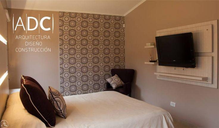 Mirá imágenes de diseños de Dormitorios de estilo moderno en beige: Juego de dormitorio. Encontrá las mejores fotos para inspirarte y creá tu hogar perfecto.