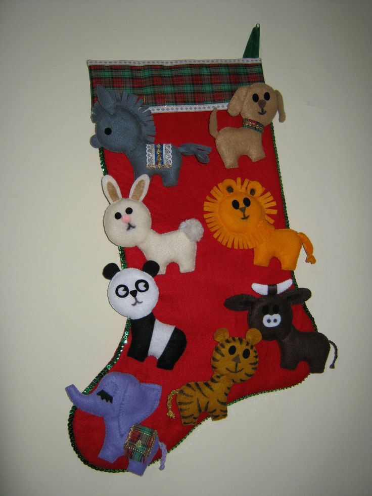 Una bonita opcion para decorar tu casa con esta linda bota navideña  en paño lency, decorada con animalitos
