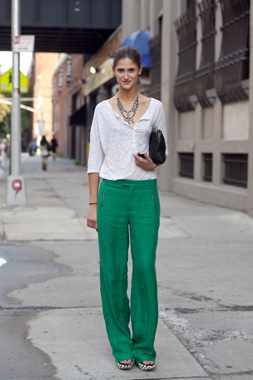 green pants: Wide Legs Pants, Emeralds Green, Linens Pants, Casual Outfits, Colorado Spring, Green Pants, Travel Outfits, Wide Legs Trousers, White Tops