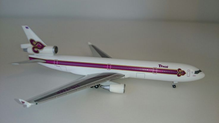 Fabulous combination: The legendary MD-11 and the old livery of Thai Airways (Herpa)