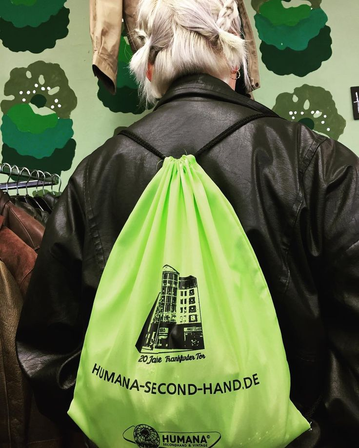 """20 Years Anniversary. 20 Jahre Humana am Frankfurter Tor 3-Berlin""  #frankfurttor  #abstract #shot #berlin #humana #humanaberlin #friedrichshain #neon #neonlamp #light #retro #dark #inthedark #secondhand #thriftshop #miniblockbuster #jubiläum"