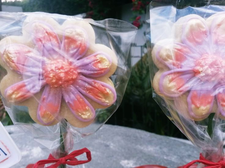 Hand Iced Flower cookies for flower bouquet