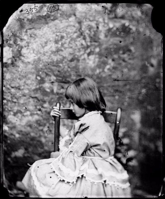 不思議の国のアリスの作家、ルイス・キャロルが撮影した少女たちの写真 : カラパイア