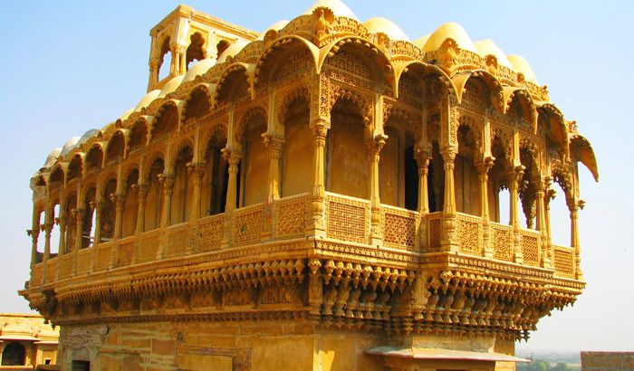 This Nathmal Ji ki haveli was commissioned to serve as the residence of Diwan Mohata Nathmal, the then Prime Minister of Jaisalmer.