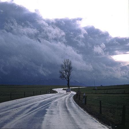 Bei einem Gewitter können schnell dunkle Wolken aufziehen (Rechte: PhotoPress/WDR)