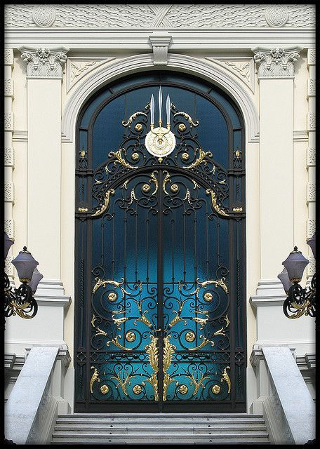 Gorgeous door, great color!