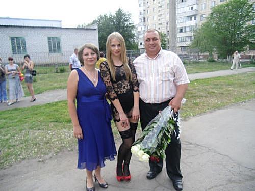 Учительская дочь пришла на выпускной в нижнем белье. Еще ФОТО: http://life.comments.ua/2012/05/16/338721/uchitelskaya-doch-prishla.html#