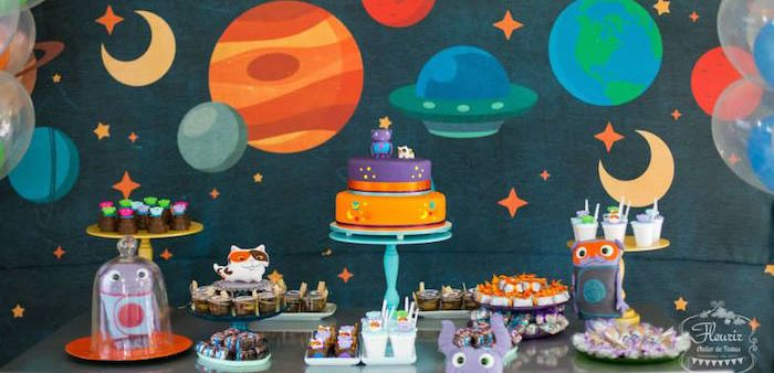 """""""Home"""" Inspired Alien Birthday Party"""