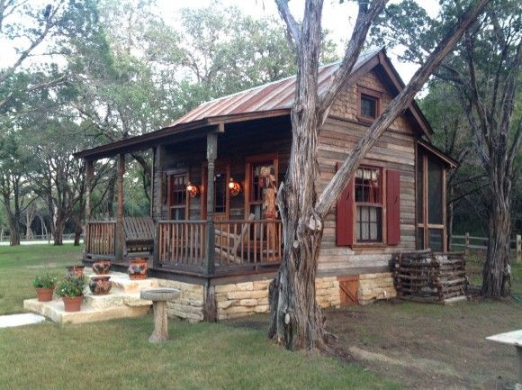 17 best ideas about small rustic house on pinterest for Primitive cabin plans