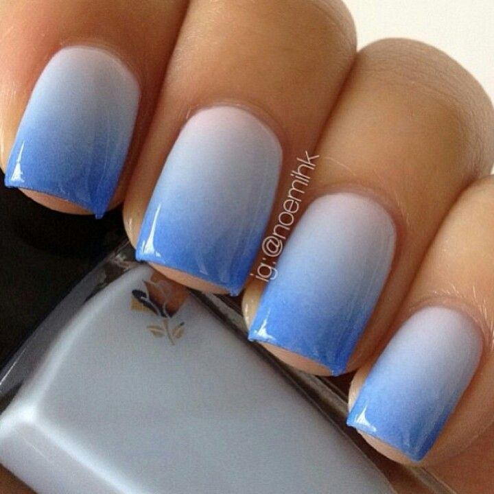 really pretty blue ombre nails. would be perfect for maybe the beach, or a cute movie!