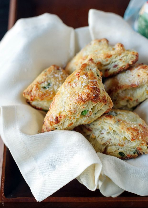 A recipe for Savory Scones with Gruyere, Prosciutto and Green Onion.