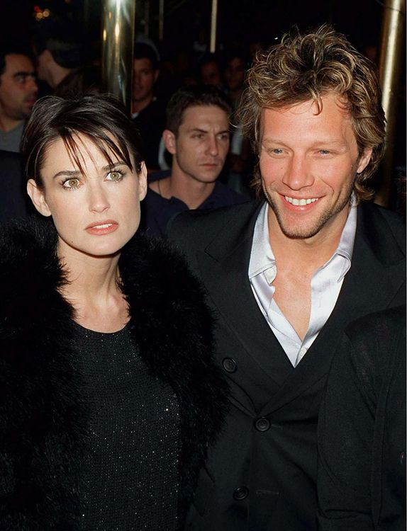 "Many whirlwind romance to an end, but the memories remain and fotografii.no time passes and few remember that, for example, Jude Law, Natalie Portman met, or that Elton John was the wife. In the ""list"" of men Demi Moore has always featured Bruce Willis and Ashton Kutcher, but the actress was still bright and romance with musician Jon Bon Jovi in 1997."