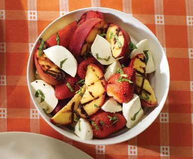 Grilled fruit salad with Tre Stelle® Bocconcini and mint #fruit #bocconcini