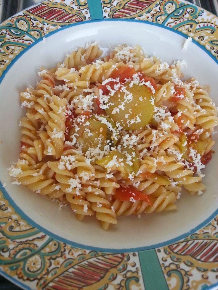 Fusilli pomodori e zucchine