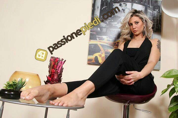 Gorgeous #feet on a table
