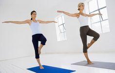 Bein-Balance - Einfache Übungen für schlanke Oberschenkel - Balance-Übungen sehen harmlos aus, doch sie sind ein tolles Training für die Rückseite der Oberschenkel. So geht's: Den Bauch fest anspannen, gerade hinstellen und den Blick auf einen Punkt am Boden richten...
